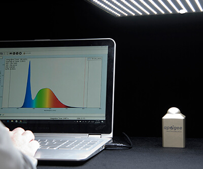 Image of field spectroradiometer Spectrovision software.